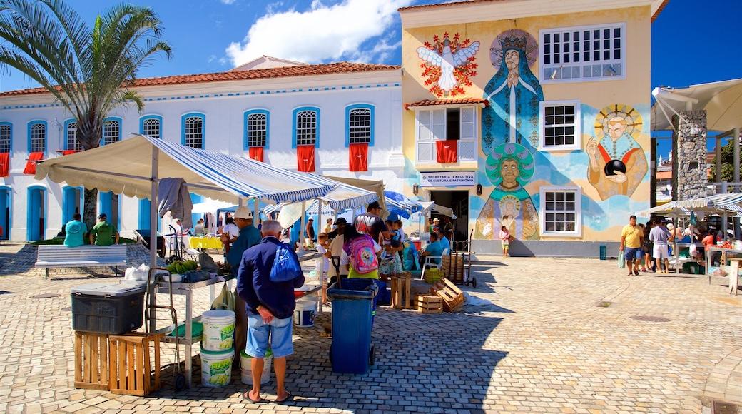 Angra dos Reis das einen Märkte und Straßenszenen sowie kleine Menschengruppe