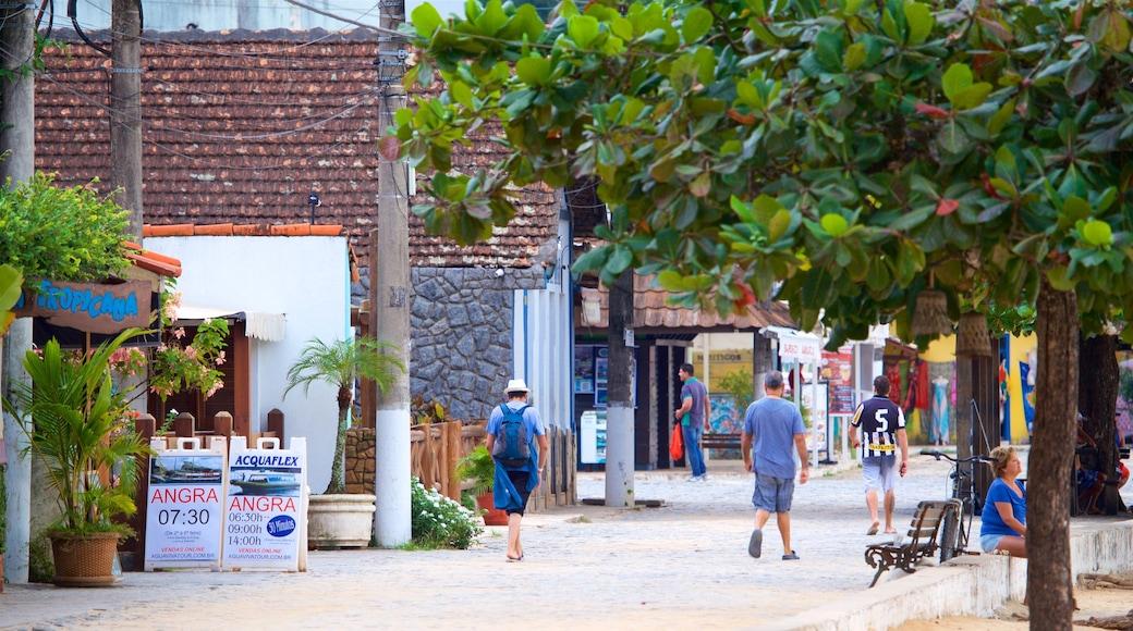 Vila do Abraão qui includes scènes de rue aussi bien que petit groupe de personnes