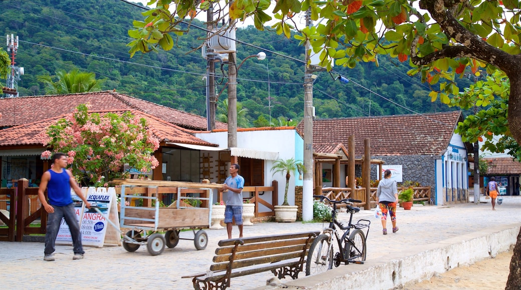 Vila do Abraão qui includes scènes de rue et petite ville ou village aussi bien que petit groupe de personnes