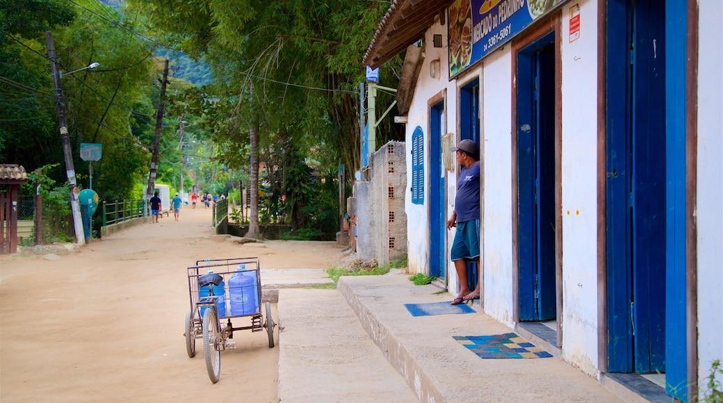 Vila do Abraão montrant petite ville ou village et scènes de rue aussi bien que homme