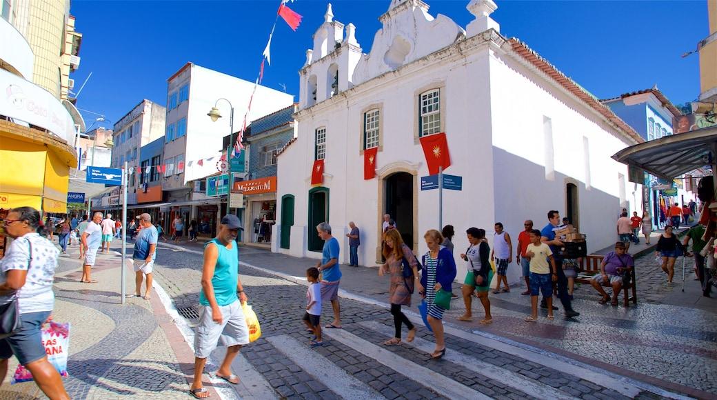 Santa Luzia Kirche mit einem Straßenszenen und Kleinstadt oder Dorf sowie kleine Menschengruppe