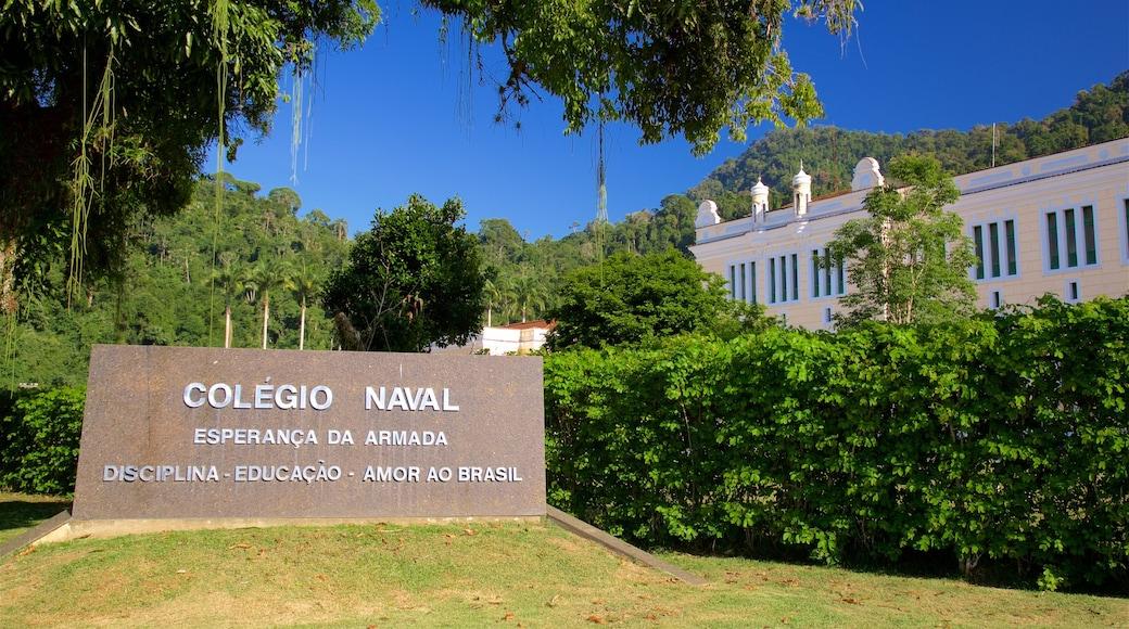 Colégio Naval mit einem Beschilderung und Geschichtliches