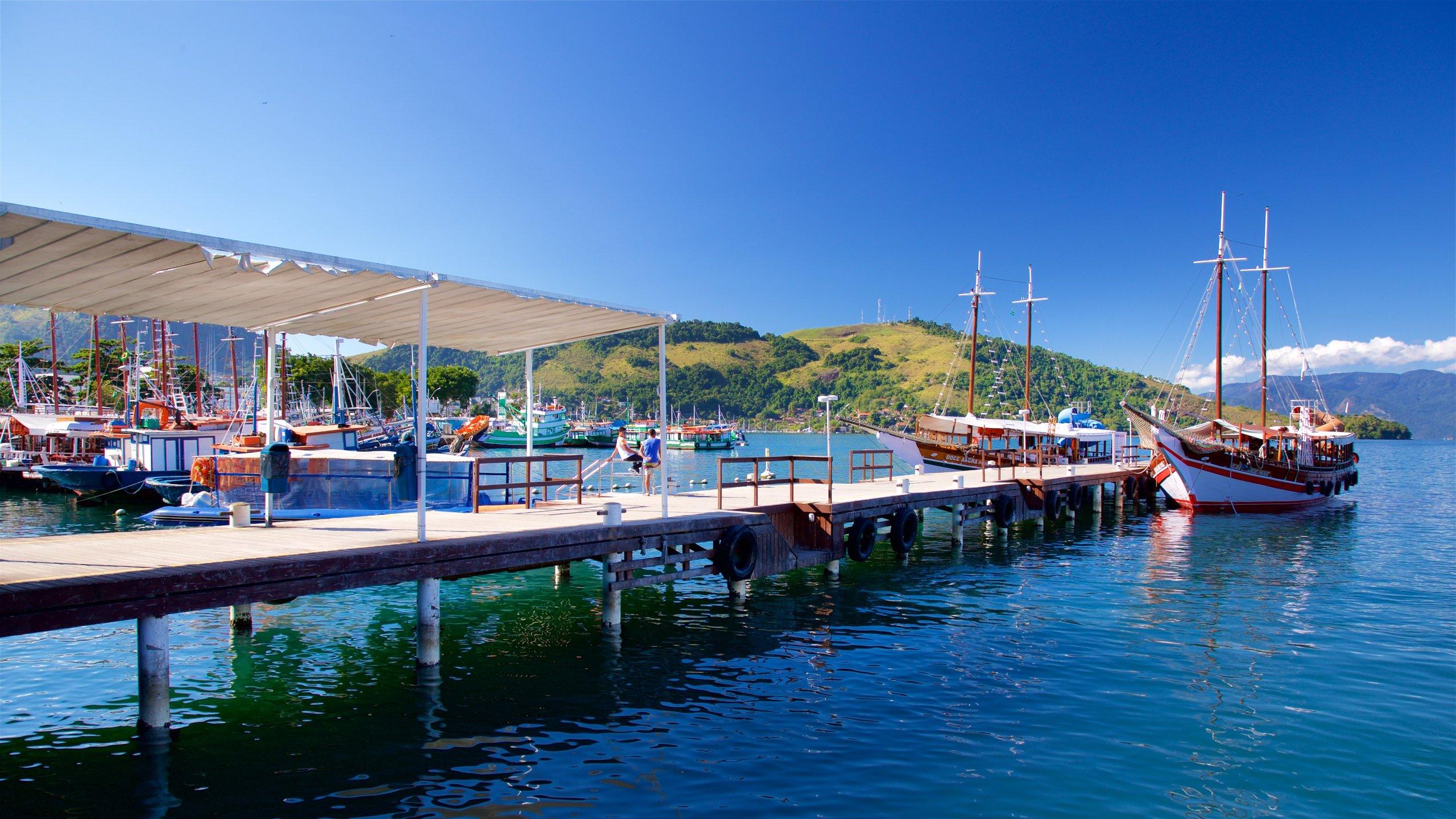 Angra dos Reis har en fin hamn som heter Angra dos Reis hamn. Stränderna lockar till härliga promenader i området.