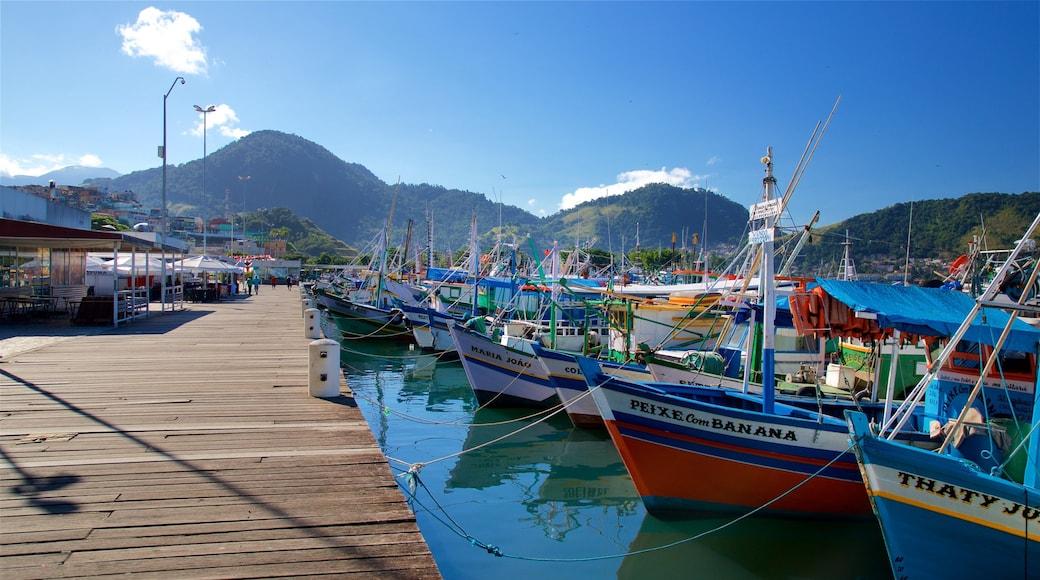Hafen von Angra dos Reis welches beinhaltet Bucht oder Hafen