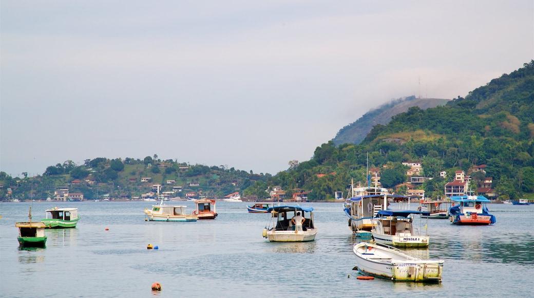 Strand von Camorim welches beinhaltet Bucht oder Hafen, allgemeine Küstenansicht und Küstenort