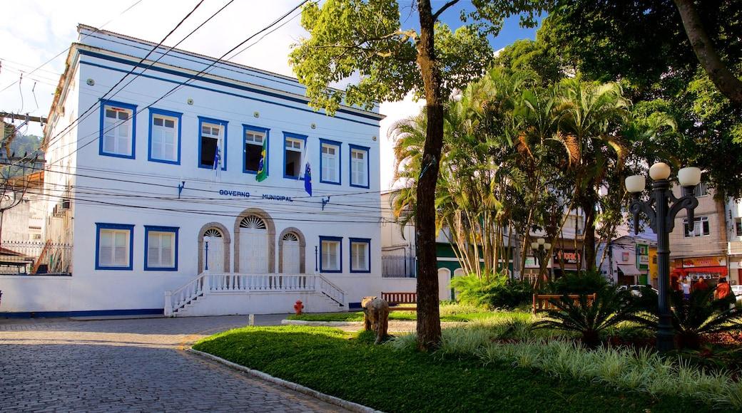 Rathaus von Angra dos Reis welches beinhaltet Geschichtliches und Park