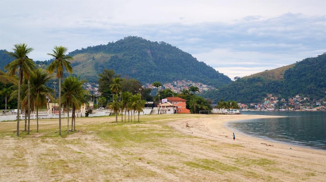 Praia do Anil das einen See oder Wasserstelle, tropische Szenerien und Küstenort