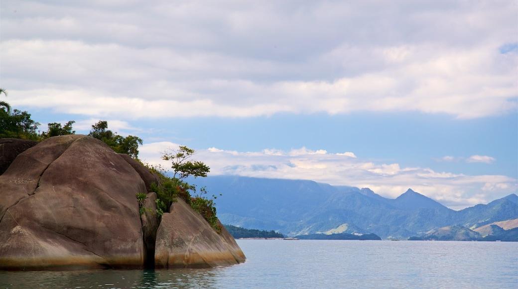 Praia do Laboratorio das einen See oder Wasserstelle
