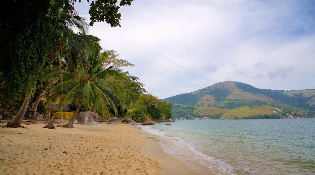 Éguas Strand mit einem Strand, allgemeine Küstenansicht und tropische Szenerien