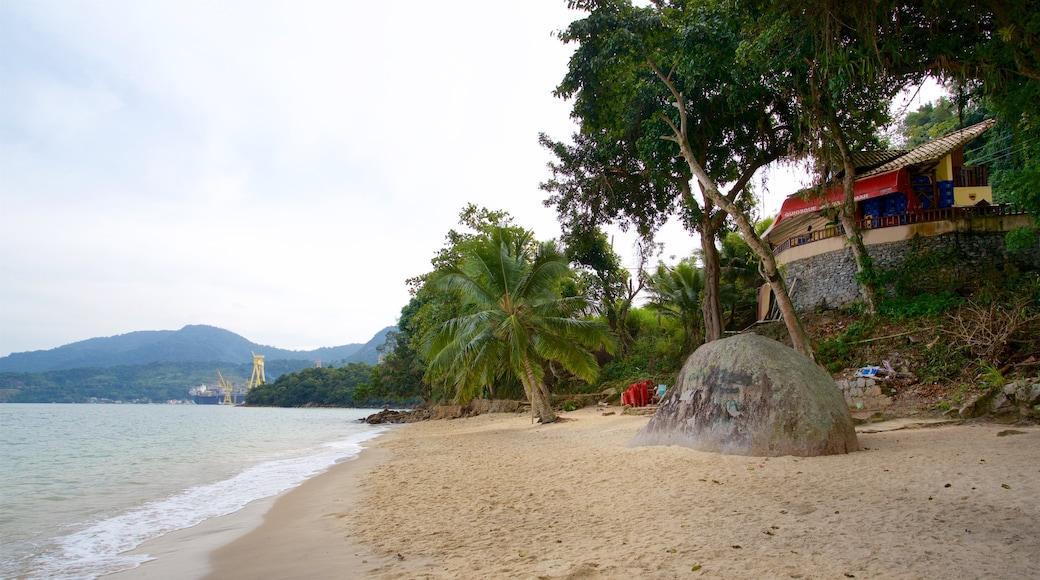 Éguas Strand welches beinhaltet tropische Szenerien, allgemeine Küstenansicht und Strand