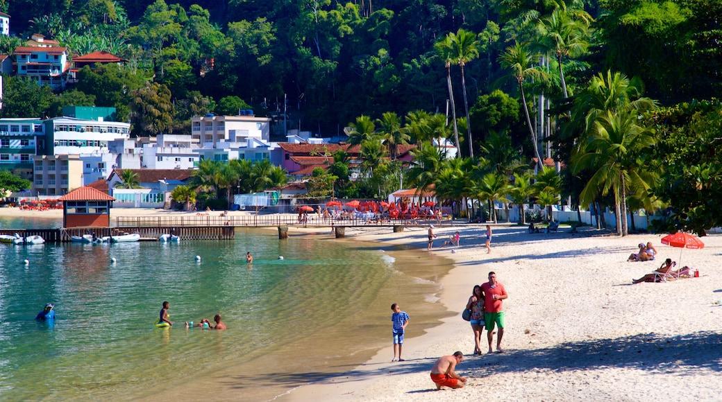 Angra dos Reis mit einem Küstenort, Bucht oder Hafen und Strand