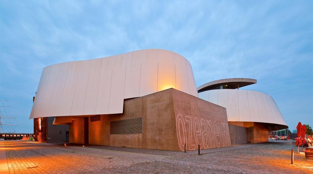 Ozeaneum mettant en vedette scènes de nuit et architecture moderne