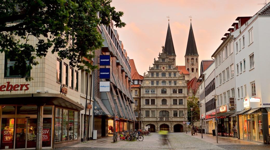 Brunswick mettant en vedette ville, coucher de soleil et patrimoine architectural