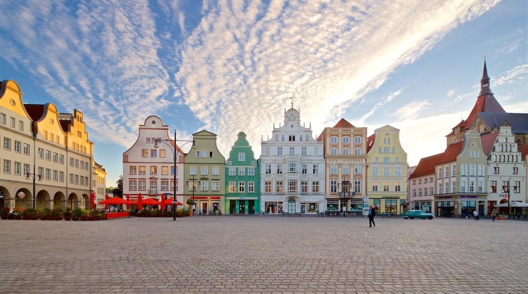 New Market qui includes patrimoine historique, square ou place et ville