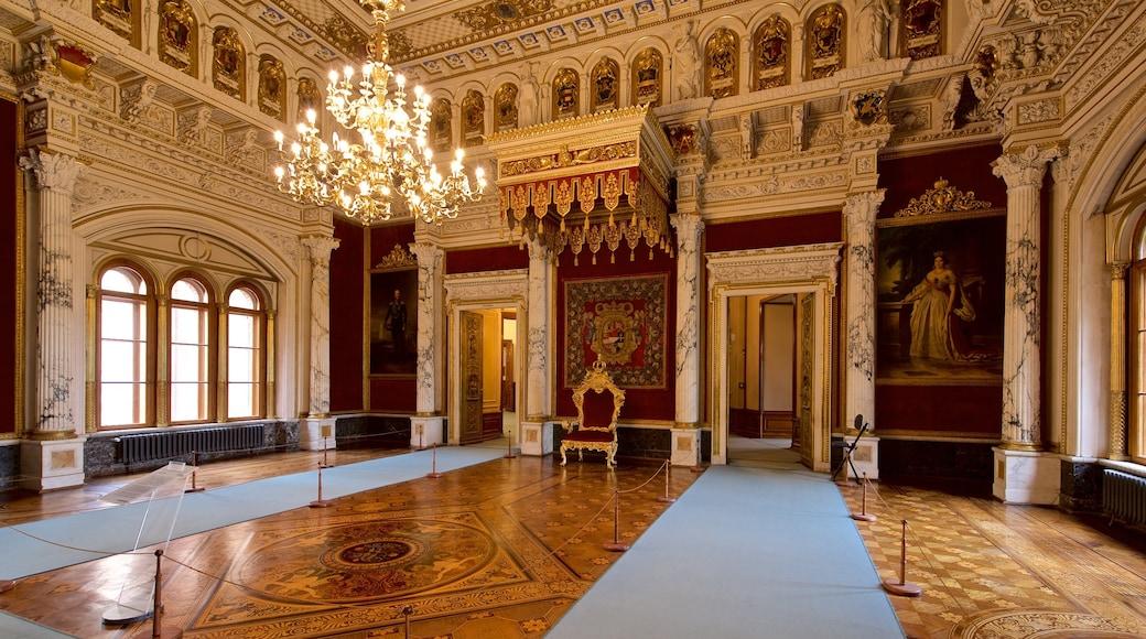 Schwerinin linna johon kuuluu sisäkuvat ja perintökohteet