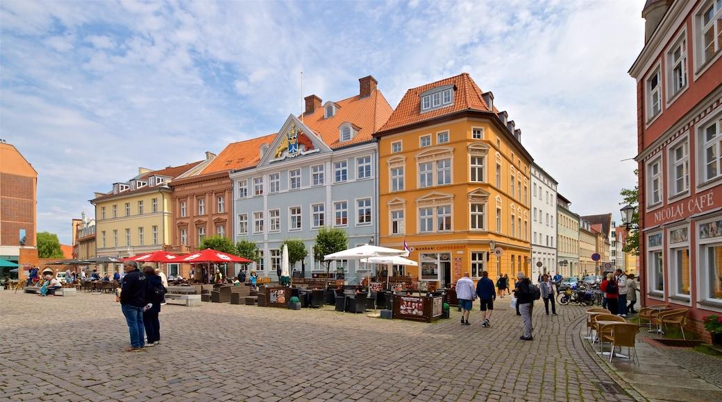 Stralsund montrant ville, square ou place et scènes de rue
