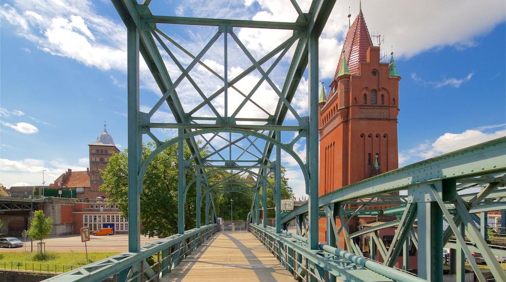 Lübecker Altstadt welches beinhaltet Brücke