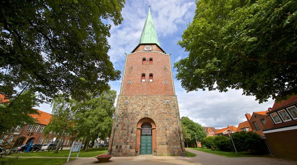 Travemünde joka esittää kirkko tai katedraali ja vanha arkkitehtuuri