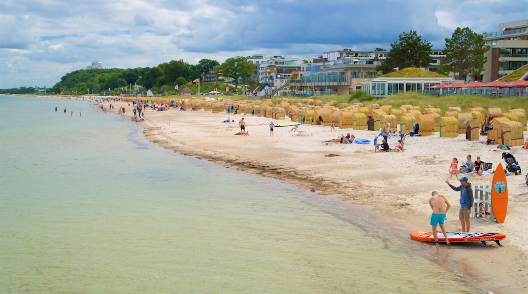 Scharbeutz das einen allgemeine Küstenansicht, Küstenort und Sandstrand