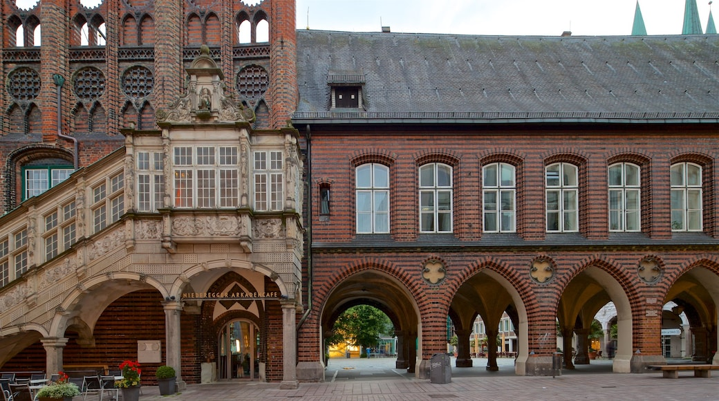 Rathaus showing heritage architecture