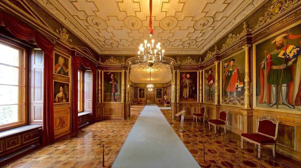 Schwerinin linna featuring sisäkuvat, taide ja perintökohteet