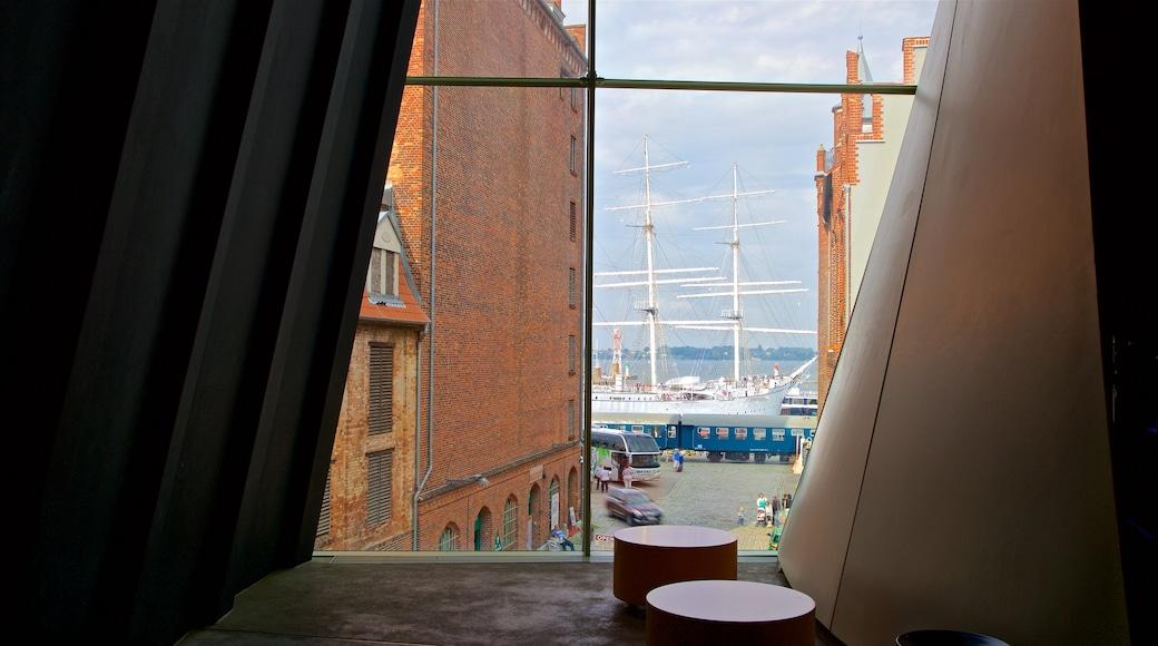 Ozeaneum qui includes baie ou port et vues intérieures