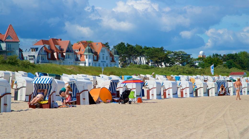 Plage de Warnemunde qui includes plage de sable et vues littorales