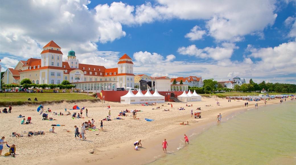 Plage de Binz qui includes plage de sable, hôtel et vues littorales