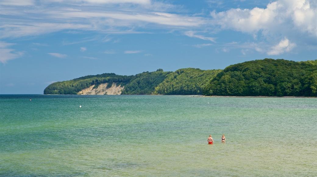Plage de Binz montrant baignade et vues littorales aussi bien que couple