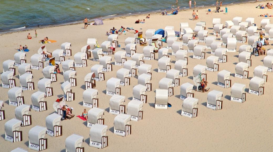 Jetée de Sellin qui includes vues littorales et plage aussi bien que petit groupe de personnes