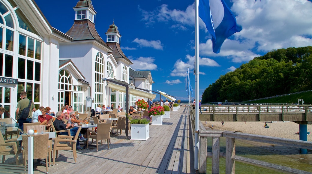 Jetée de Sellin mettant en vedette sortie au restaurant et vues littorales aussi bien que petit groupe de personnes