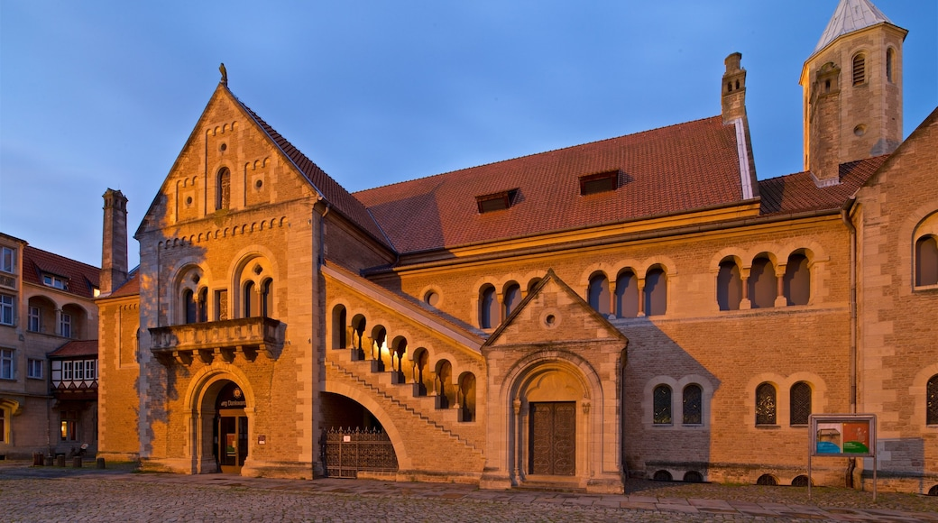 Dankwarderode Castle showing night scenes, heritage architecture and a church or cathedral