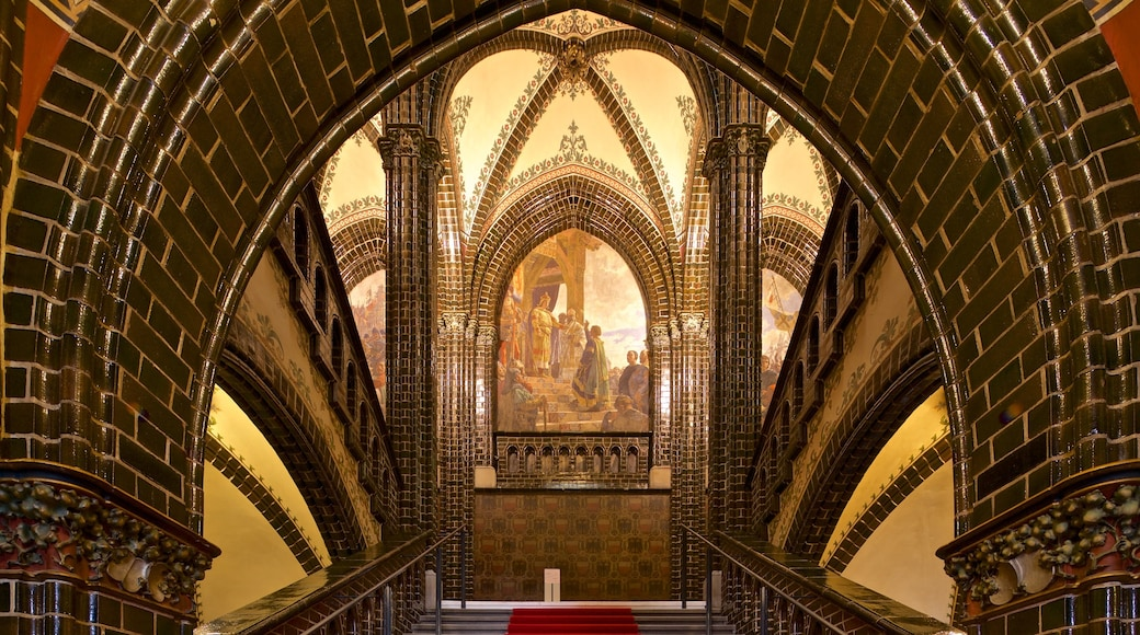 Rathaus featuring art, religious elements and heritage elements