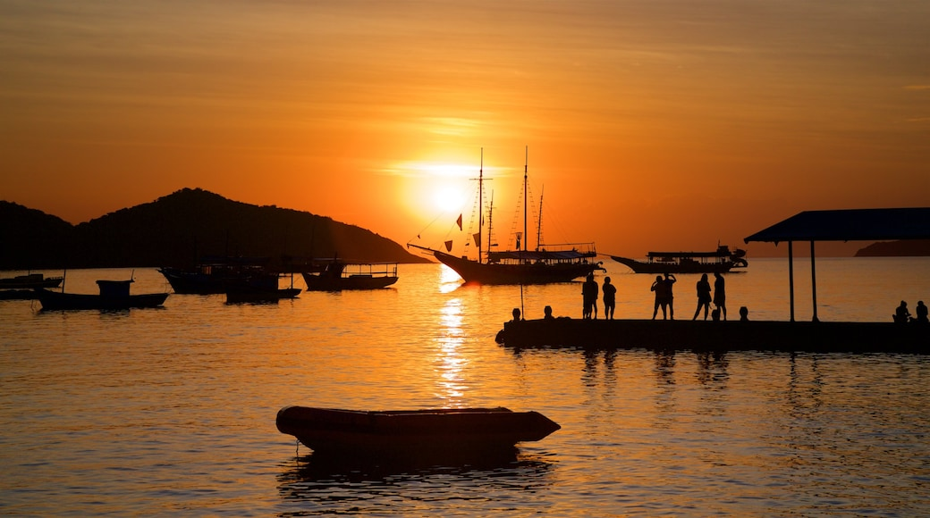 Buzios showing a sunset and a bay or harbour as well as a small group of people