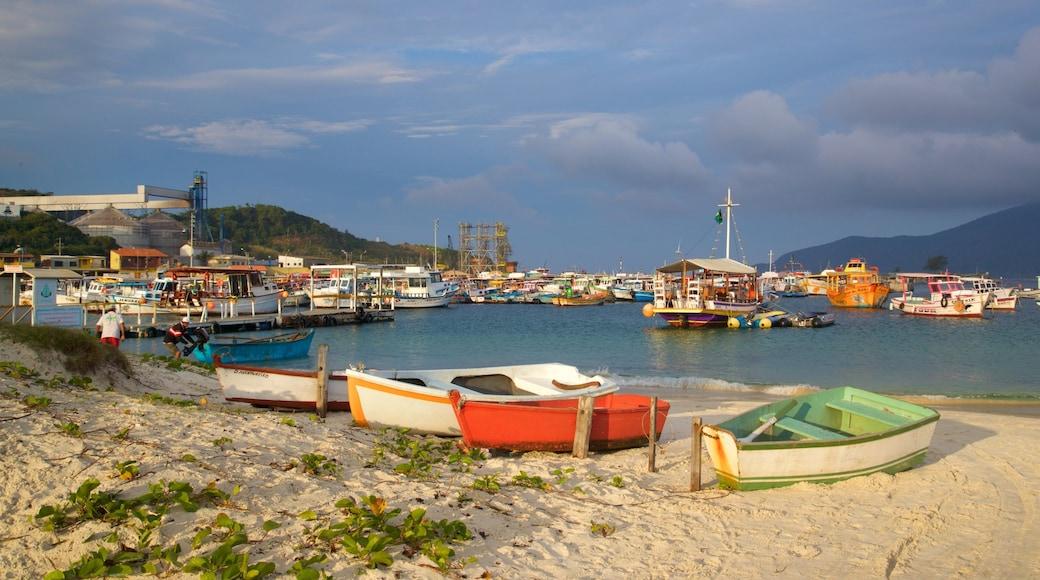Porto do Forno que inclui uma praia de areia, paisagens litorâneas e uma baía ou porto