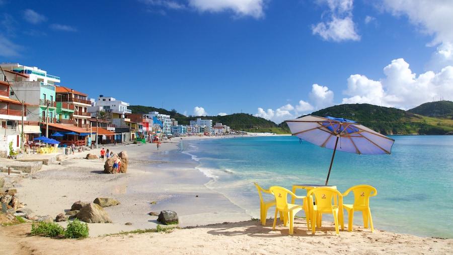 Prainha strand presenterar kustutsikter, en strand och en kuststad