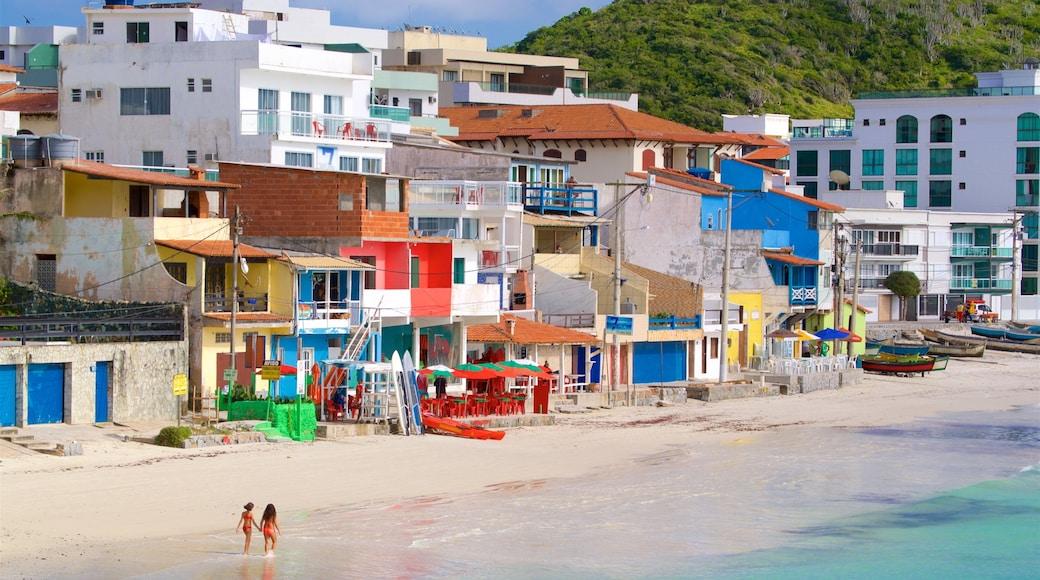 Playa Prainha mostrando una ciudad costera, una playa y vista general a la costa