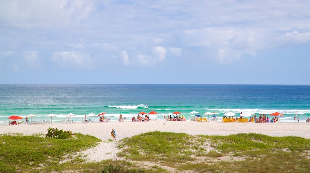 Arraial do Cabo que inclui paisagens litorâneas e uma praia