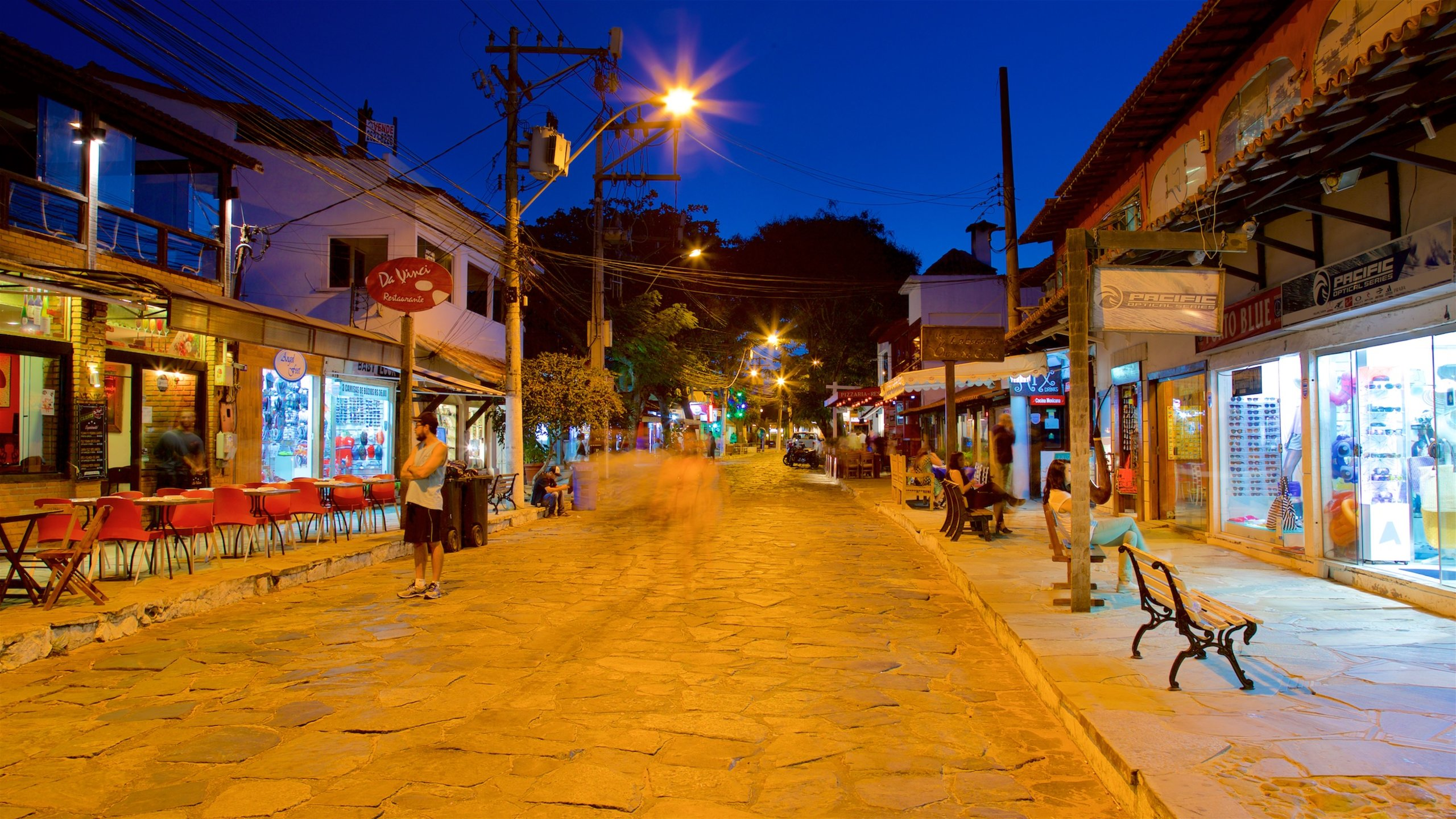 Spend a relaxed afternoon exploring the charming stores, galleries and cafés of this busy and colorful street, or head to one of the bars here that come alive after dark.