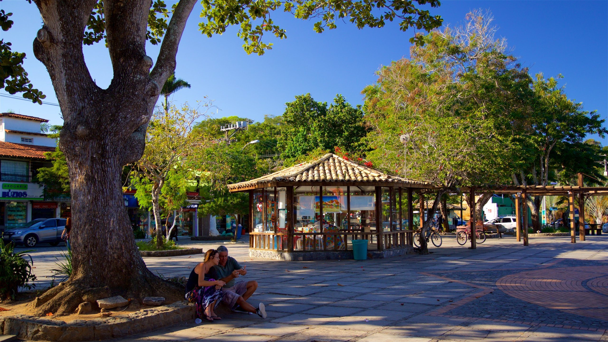 Browse items for sale at the weekend craft fair and attend events and activities in the main plaza of Búzios.