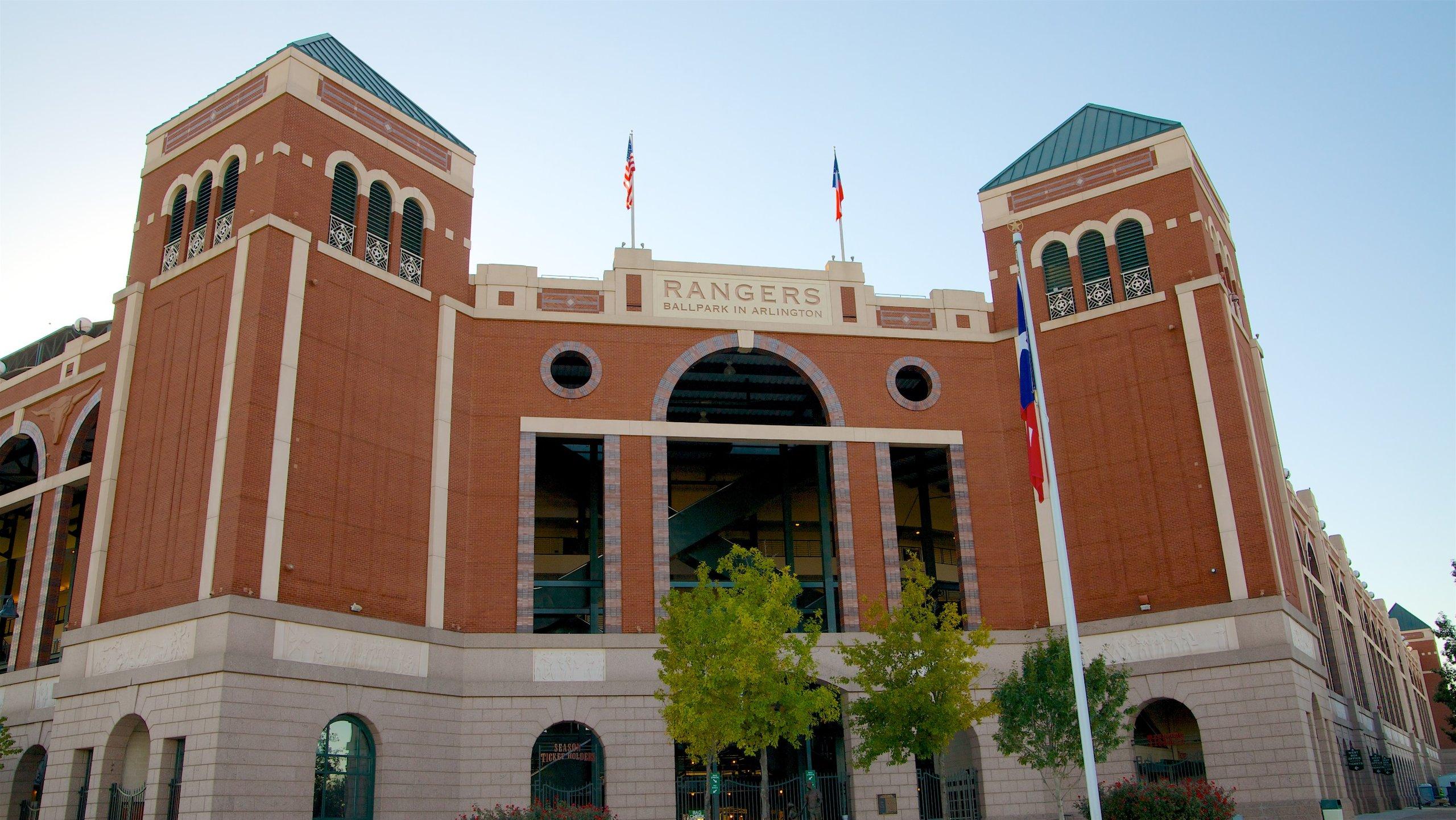 Erleben Sie die mitreißende Atmosphäre, sehen Sie packende Baseball-Spiele und bewundern Sie den Retrostil des Stadions der Texas Rangers.