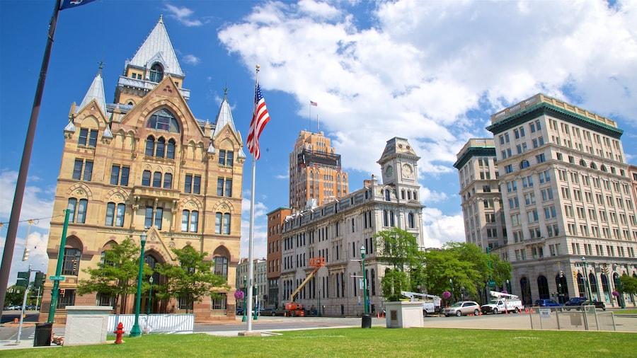 Clinton Square que inclui arquitetura de patrimônio, um parque e uma cidade