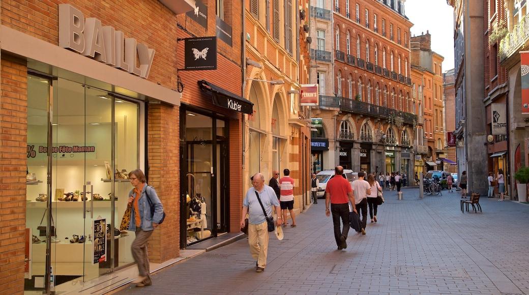 Toulouse fasiliteter samt gatescener og by i tillegg til en liten gruppe med mennesker