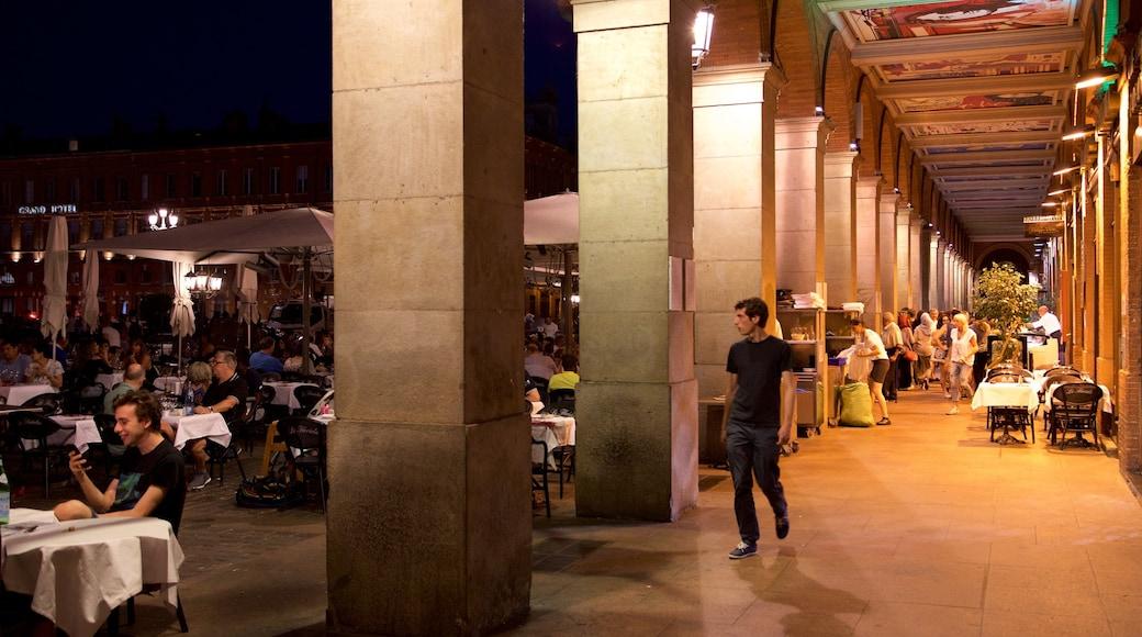 Capitole de Toulouse montrant sortie au restaurant et scènes de nuit aussi bien que petit groupe de personnes