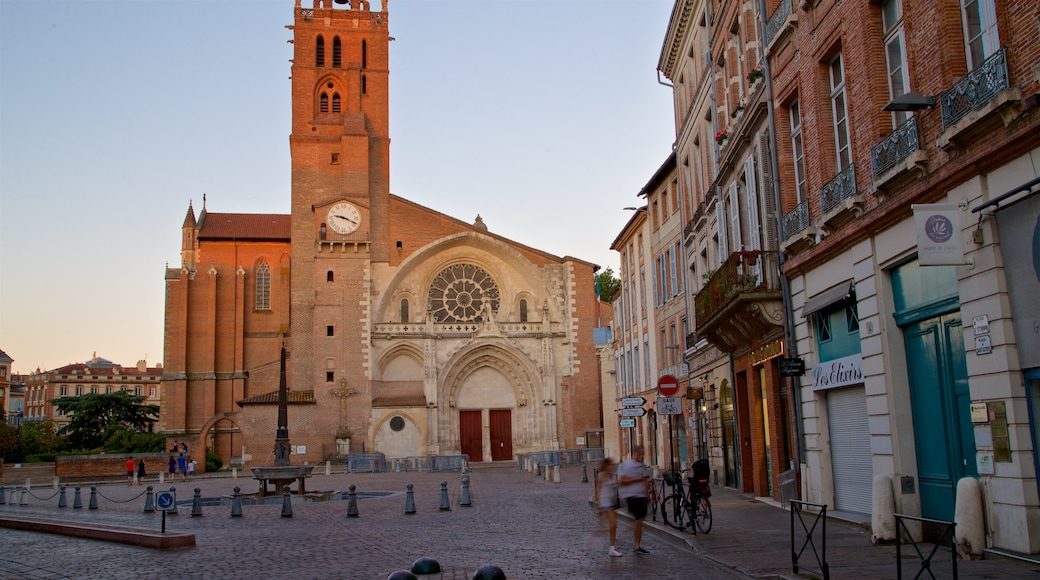 Saint Etienne Cathedrale which includes a church or cathedral, a city and heritage architecture