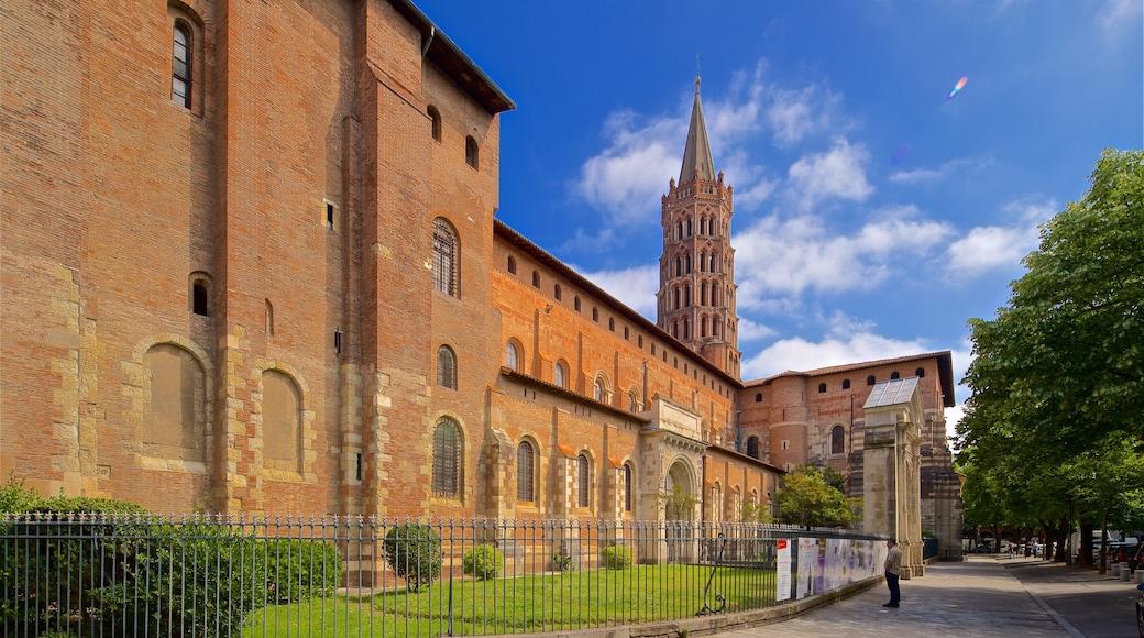 Basilique Saint-Sernin featuring heritage architecture