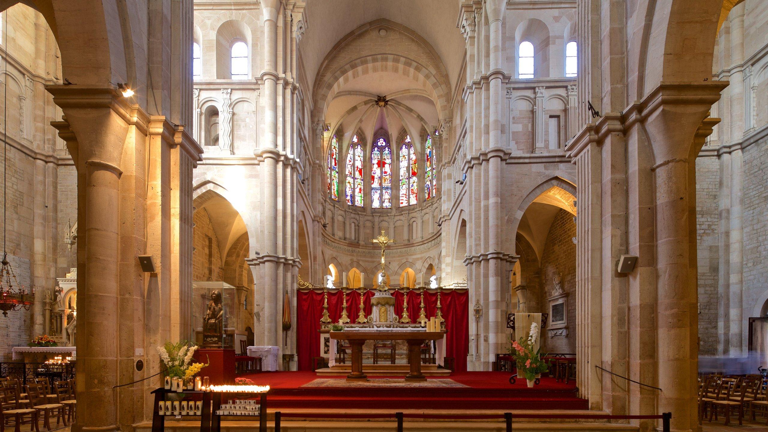 Datant de 1120, cette église romane dans le centre de Beaune est surtout connue pour ses impressionnantes tapisseries du XVe siècle.