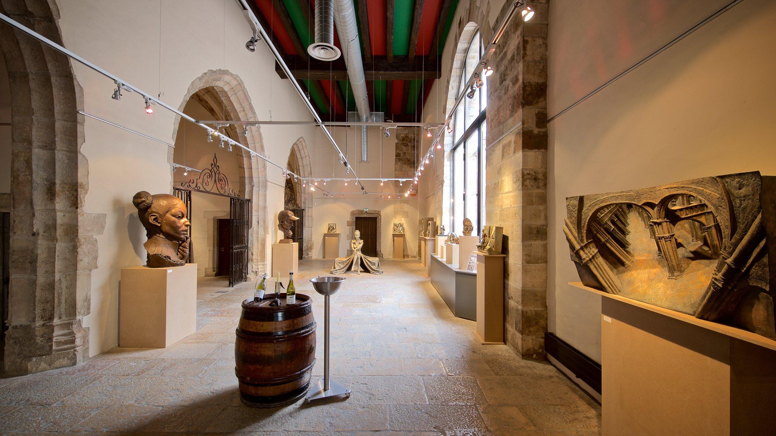 Cette cave située sous une église du XVe siècle vous propose de déguster certains des meilleures crus de Bourgogne et d'acheter quelques bouteilles.