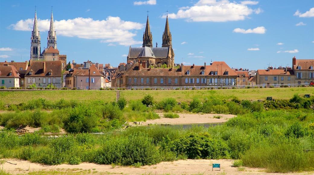 Moulins das einen Stadt und ruhige Szenerie