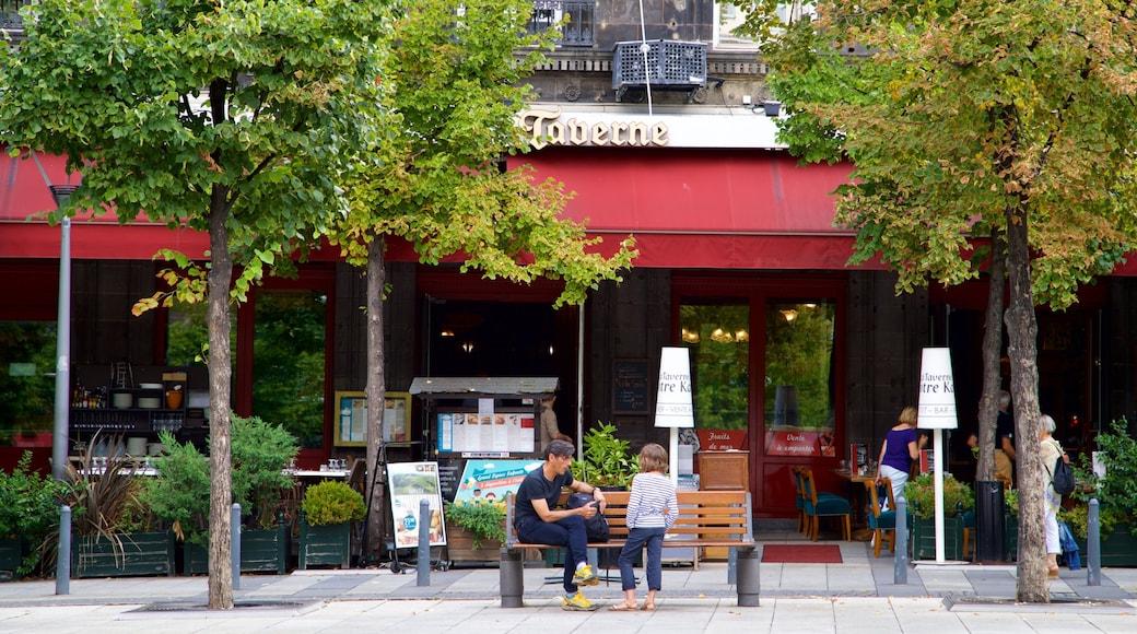 Clermont-Ferrand montrant scènes de rue aussi bien que famille